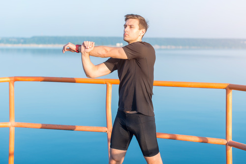 male-shoulder-stretch-comp-fotolia_121047724