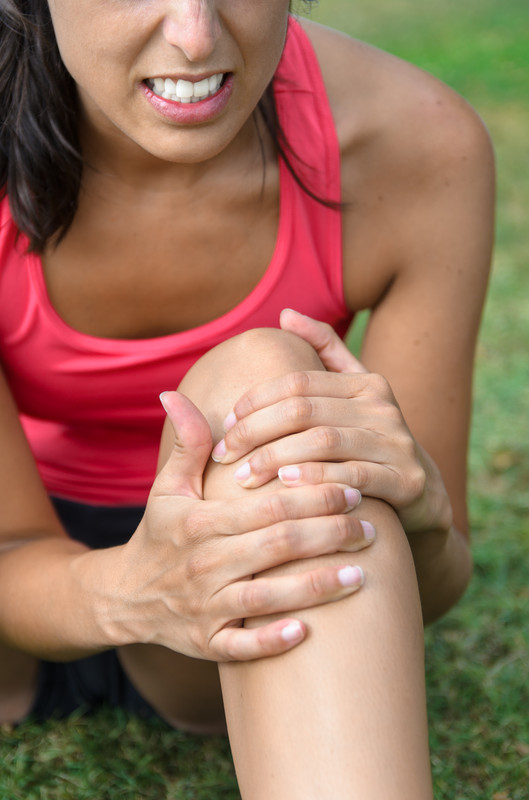 osteo female knee pain IS000022075607XSmall
